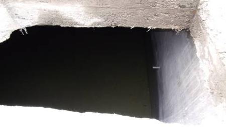 历经三季连旱小水窖内依然有水可用