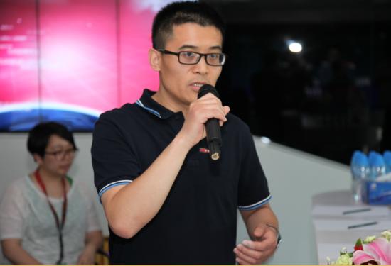 微博常务副总经理曹增辉介绍阳光讨论活动
