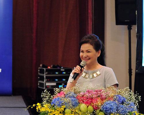 爱家文化事业基金会执行顾问周小雯主持开幕式