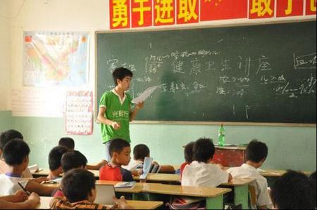 50名志愿者不畏山洪支教甘肃(图)