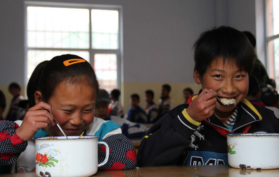卡夫为青海建10所厨房改善农村学生营养午餐