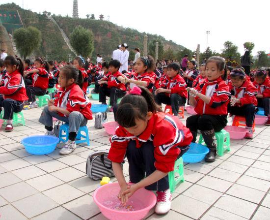 """国际计划举办第二届""""全球洗手日""""倡导活动"""