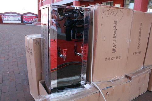 宁夏民建为红寺堡50所农村小学配备节能开水器