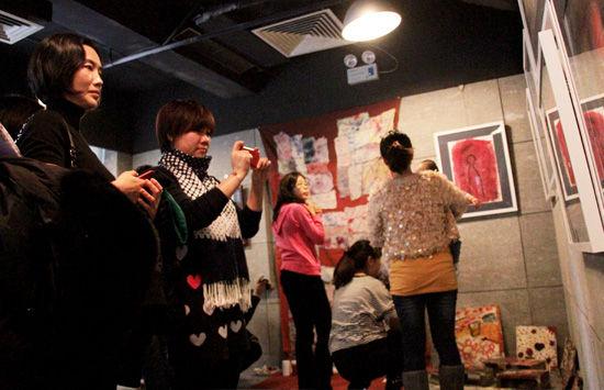 华谊兄弟举行小小画展企业文化公益先行