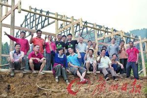 建木屋养生态猪 地震村的环保实验