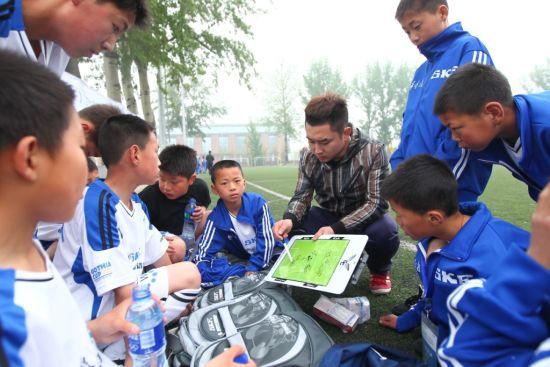 20支希望小学足球队角逐全球青年足球邀请赛