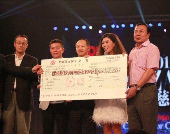 """2012芭莎明星慈善夜""""思源工程""""募集善款4673万元"""