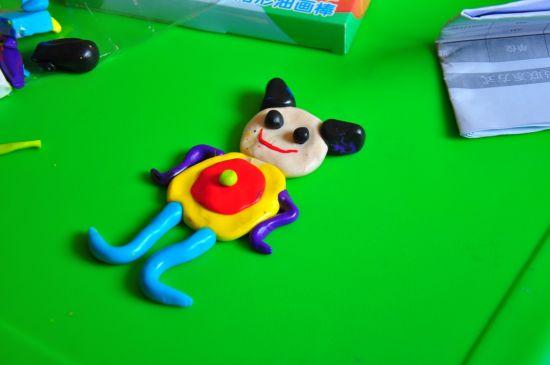海淀聋儿康复中心的孩子们制作的软陶作品