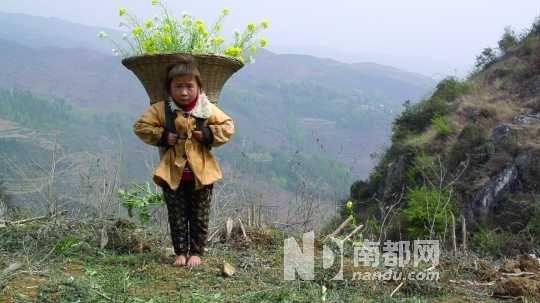 扶贫基金会以新公益模式帮助山区缺鞋儿童