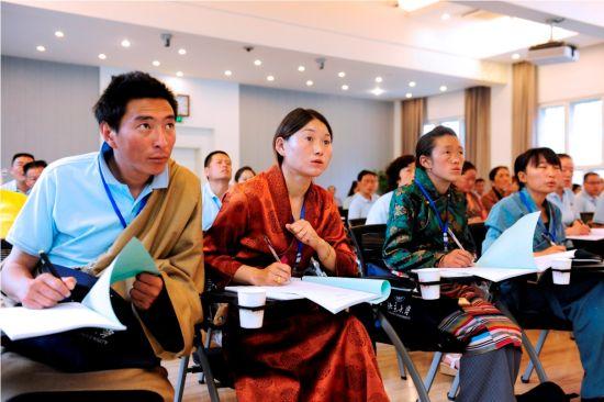 8省区54名教师赴京参加蓝天春蕾教师培训