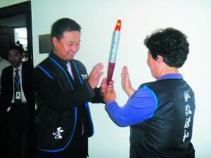 孝亲圣火传递仪式北京举行(组图)